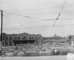 211762 bomb damage Tokyo Station 10 45, 東京駅、1945年10月